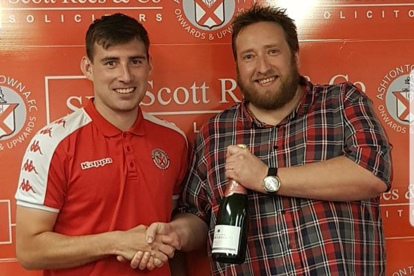 Jesse Dowling receiving his Man of the match award from Mark Hayes