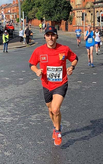 Chris Connor representing Scott Rees in the Wigan 10k race 2019